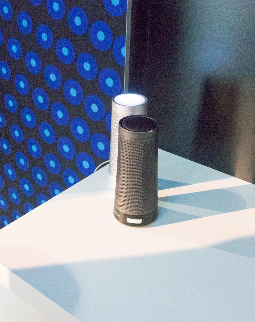 Alexa und Google Assistant: Der Wettkampf smarter Lautsprecher verändert sich - Harman Kardon Invoke (Bild: Ingo Pakalski/Golem.de)