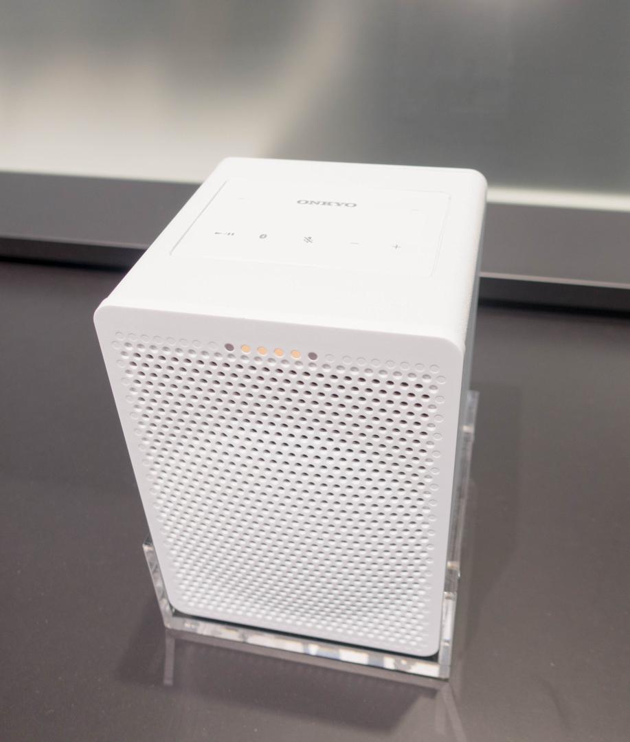 Alexa und Google Assistant: Der Wettkampf smarter Lautsprecher verändert sich - Onkyo G3 (Bild: Ingo Pakalski/Golem.de)