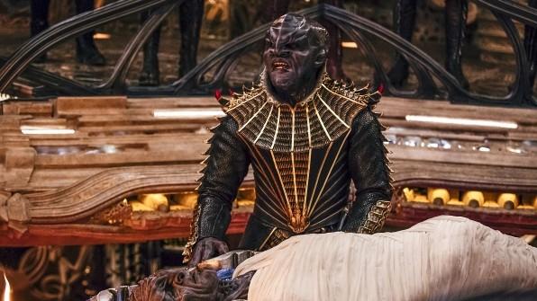Die Klingonen in Discovery sehen merklich düsterer aus als in früheren Produktionen. (Bild: CBS)