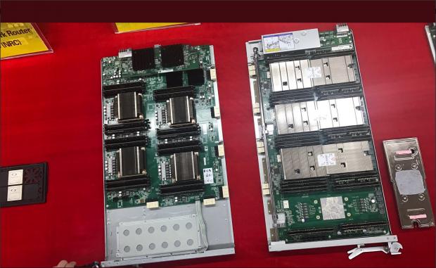 Links die Xeon E5, rechts die Matrix 2000 (Foto: Satoshi Matsuoka)