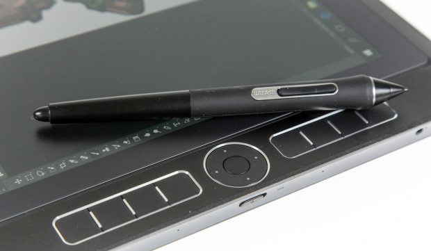 Der Stift ist im Vergleich zum Gerät winzig. (Bild: Martin Wolf/Golem.de)
