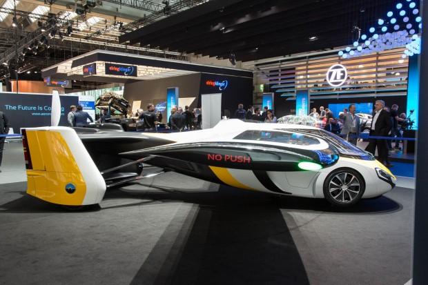 Ein fliegendes Auto, ein fahrendes Flugzeug? Das Aeromobil 4.0 auf der IAA 2017 (Foto: Martin Wolf/Golem.de)