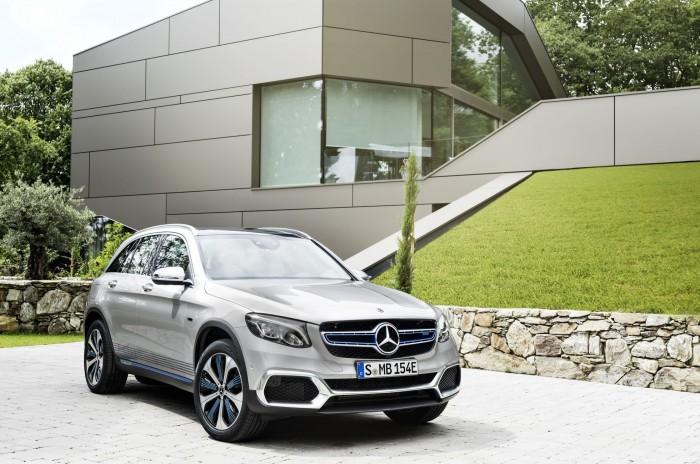 Eine neue Art von Hybridfahrzeug: Der GLC F-Cell ist eine Kombination aus Elektro- und Brennstoffzellenauto. (Foto: Mercedes Benz)