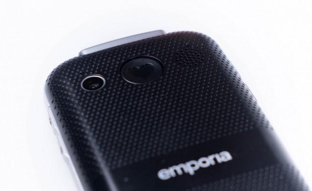 Das Euphoria 3G hat auf der Rückseite neben der Kamera einen Notrufknopf. (Bild: Michael Wieczorek/Golem.de)