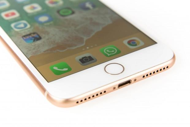 Einen Klinkenanschluss für Kopfhörer hat das iPhone 8 Plus nicht. (Bild: Martin Wolf/Golem.de)