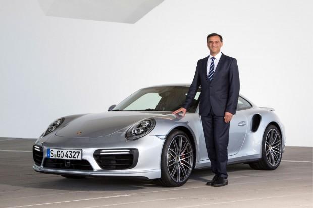 Michael Steiner mit einem Porsche 911, hier als Turbo (Foto: Porsche)