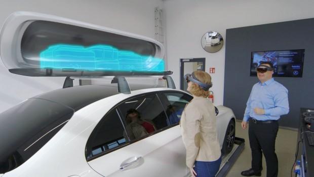 Mit der Hololens-Anwendung von Mercedes Benz Global Training lassen sich etwa Motorendetails und Sonderausstattungen über das reale PKW einblenden. (Foto: Mercedes-Benz Global Training)