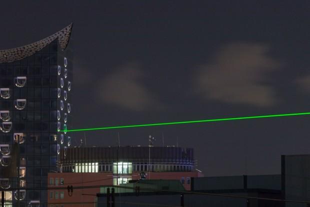 Zur Eröffnung des European Xfel wurde ein Laser an der Elbphilharmonie installiert. (Foto: Werner Pluta/Golem.de)
