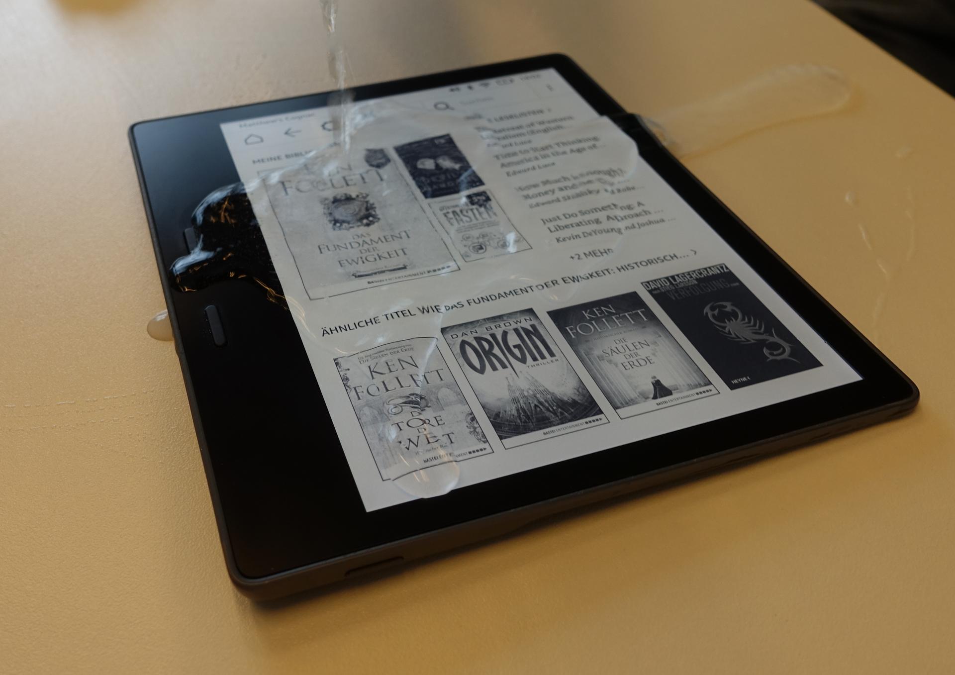 Neuer Kindle Oasis im Hands on: Amazons großer E-Book-Reader ist wasserdicht - Der neue Kindle Oasis ist wasserdicht. (Bild: Ingo Pakalski/Golem.de)