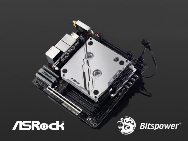 X299E-ITX/ac samt WaKü-Block (Bild: Asrock)