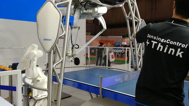 Der Forpheus von Omron ist ein Tischtennis-Roboter. (Bild: Tobias Költzsch/Golem.de)