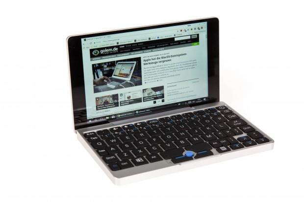 Der GPD Pocket hat eine vollwertige Tastatur, die allerdings recht klein ist und eine stellenweise ungewöhnliche Aufteilung hat. (Bild: Martin Wolf/Golem.de)