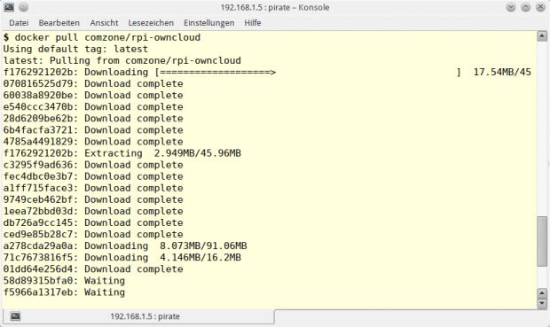 Docker lädt mit Pull die Images vom Projekt-Server. Hier besteht es aus vielen Schichten, die auf einem Basis-Image aufsetzen und es erweitern. (Raspberry Pi Geek)
