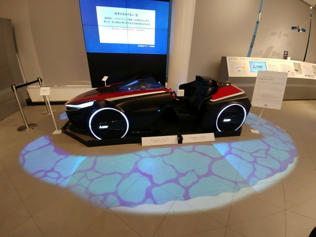 Die Beamer-Technik setzt Mitsubishi Electric bereits bei seiner Fahrzeugstudie Emirai3 xDAS ein. (Bild: Tobias Költzsch/Golem.de)