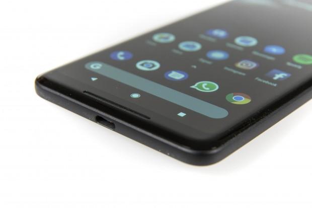Das Pixel 2 XL wird von LG gefertigt. (Bild: Martin Wolf/Golem.de)