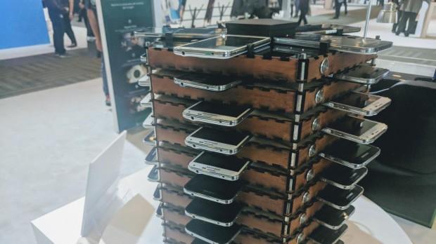 Mining-Rig aus Galaxy S5 (Foto: Kyle Wiens/iFixit)