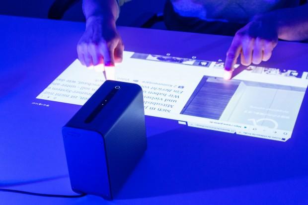 Xperia Touch unterstützt auch Multitouchgesten. (Bild: Martin Wolf/Golem.de)