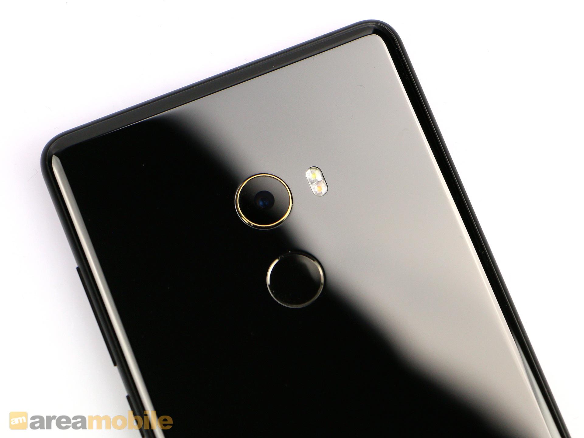 Mi Mix 2 im Test: Xiaomi mixt beim zweiten Mal besser - Das Mi Mix 2 hat eine einzelne Kamera, darunter ist der Fingerabdrucksensor eingebaut. (Bild: Areamobile)