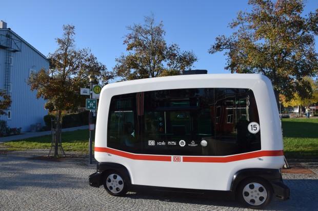 Der selbstfahrende Bus des französischen Herstellers Easymile fährt seit dem 25. Oktober 2017 in Bad Birnbach. (Foto: Deutsche Bahn)