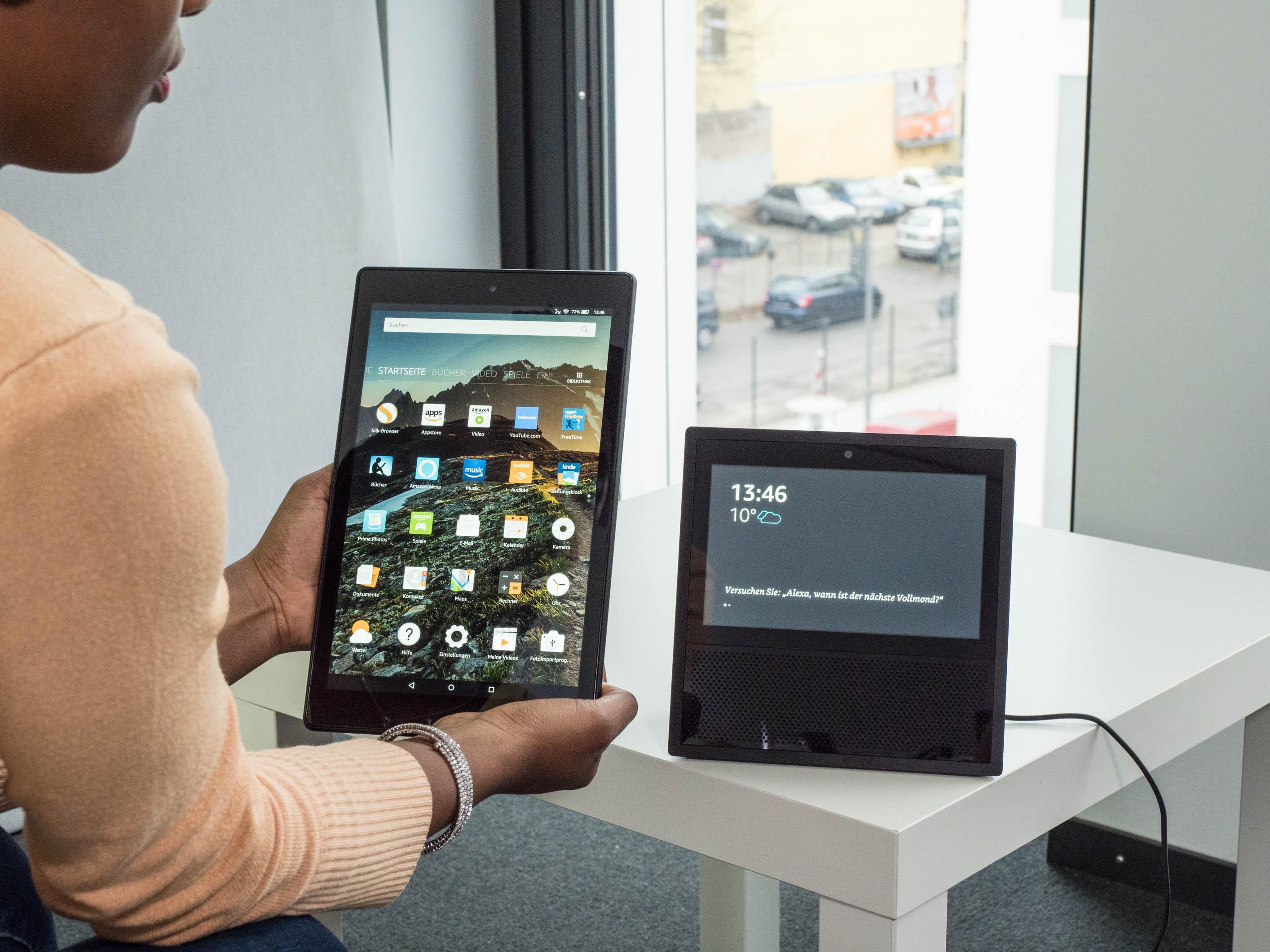 Echo Show vs. Fire HD 10 im Test: Alexa, zeig's mir! - Links Fire HD 10, rechts Echo Show (Bild: Martin Wolf/Golem.de)