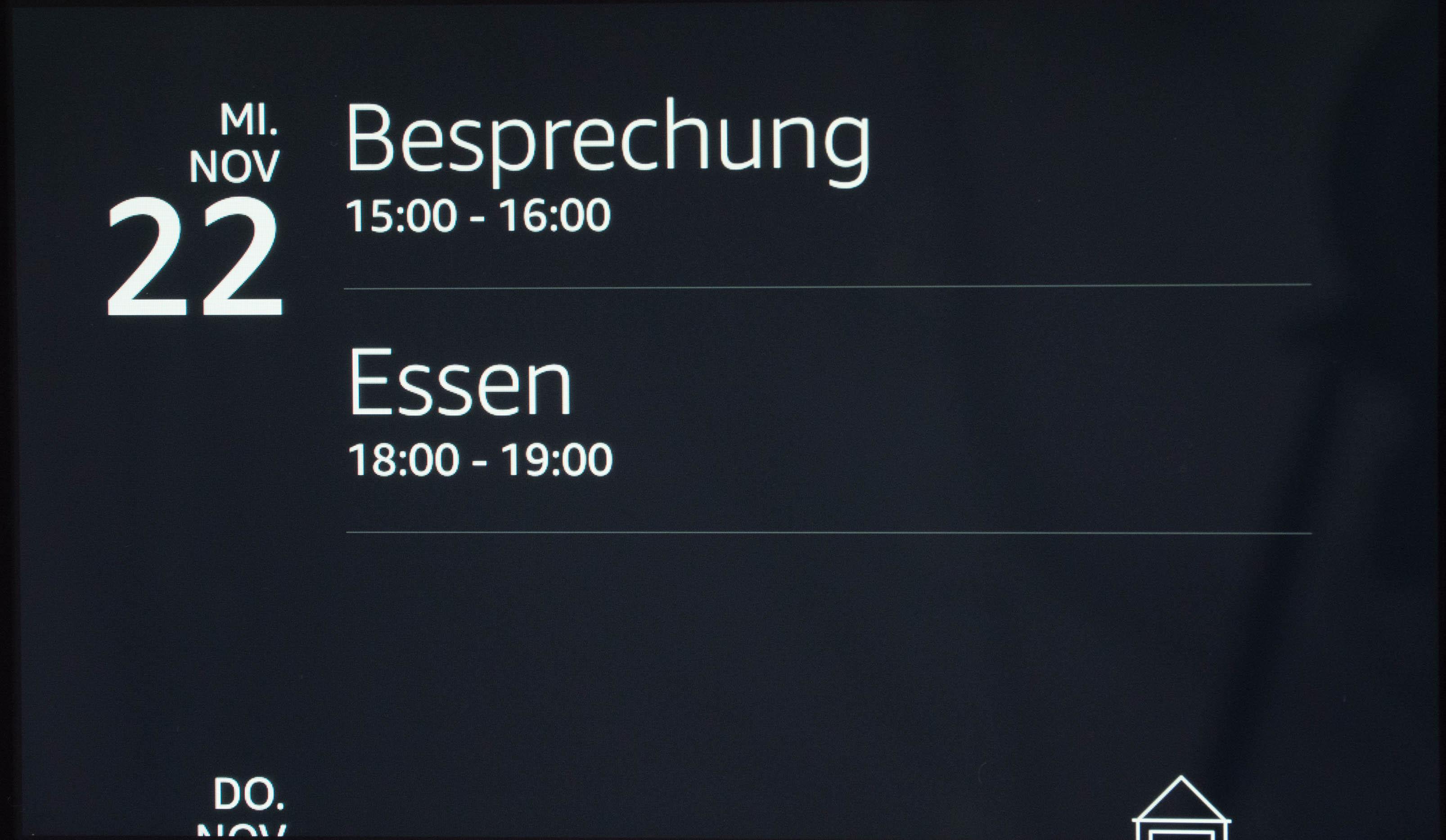 Echo Show vs. Fire HD 10 im Test: Alexa, zeig's mir! - Echo Show zeigt alle Termine auf Zuruf an. (Bild: Martin Wolf/Golem.de)
