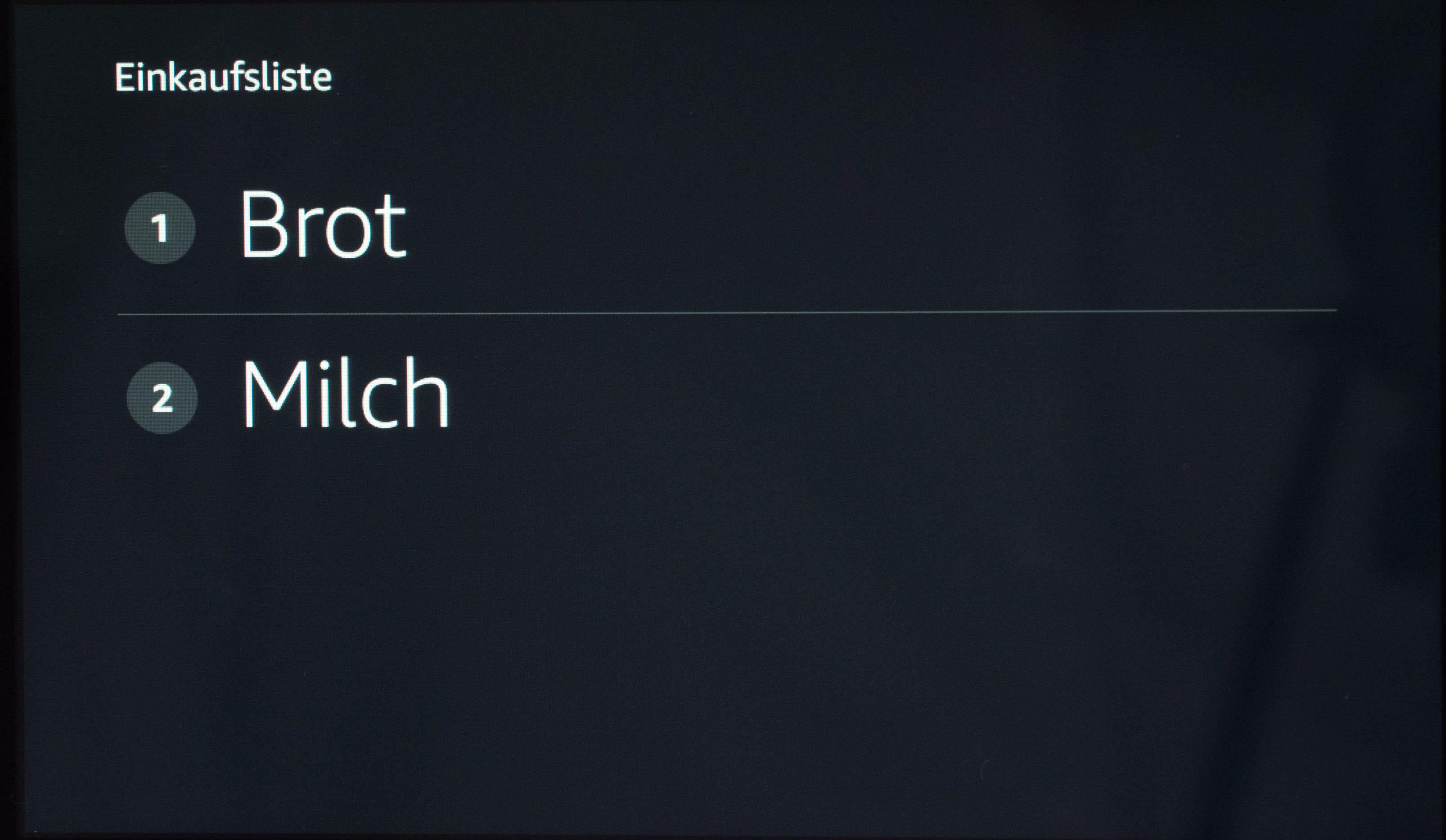 Echo Show vs. Fire HD 10 im Test: Alexa, zeig's mir! - Echo Show zeigt die Einkaufsliste auf Zuruf. (Bild: Martin Wolf/Golem.de)