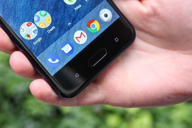 HTC U11 Life mit separaten Navigationstasten (Bild: Martin Wolf/Golem.de)