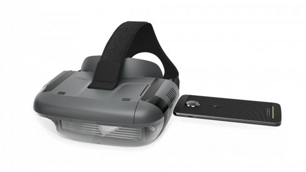 Das Smartphone wird flach in das Headset geschoben. (Bild: Lenovo/Disney)