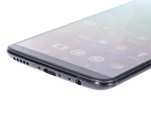 Das Oneplus 5T hat im Unterschied zu anderen Top-Smartphones noch einen Klinkenanschluss für Kopfhörer. (Bild: Martin Wolf/Golem.de)