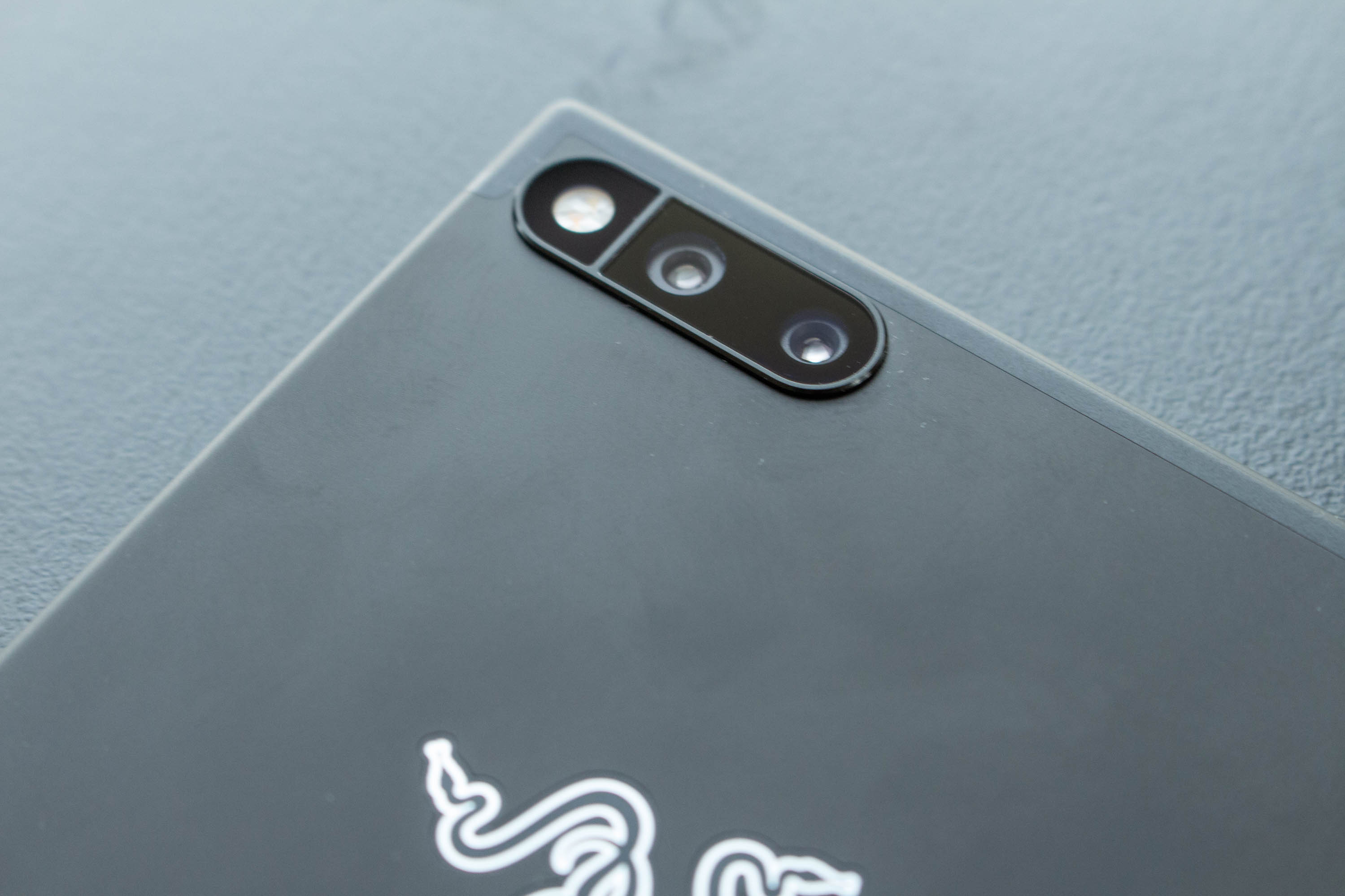 Razer Phone im Hands on: Razers 120-Hertz-Smartphone für Gamer kostet 750 Euro - Die Dual-Kamera hat zwei Brennweiten. (Bild: Martin Wolf/Golem.de)
