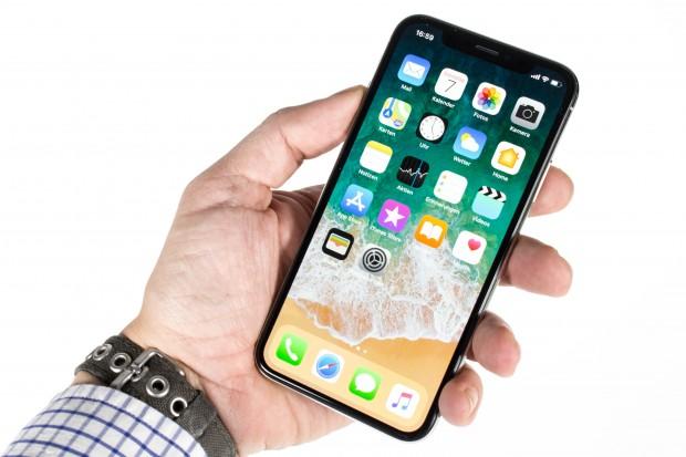 Das iPhone X hat ein nahezu randloses OLED-Display. (Bild: Martin Wolf/Golem.de)