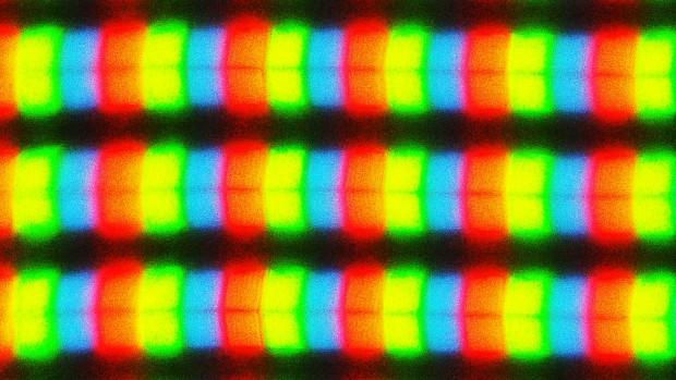 Das Panel ist in Subpixel-Dreierpaare aufgeteilt, die in einer Reihe angeordnet sind. (Bild: Sebastian Grüner/Golem.de)