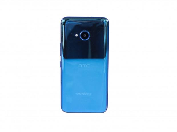 Das HTC U11 Life ist gut verarbeitet und hat eine spiegelnde Rückseite. (Bild: Martin Wolf/Golem.de)
