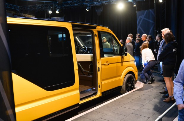 moia volkswagen stellt elektro minibus vor. Black Bedroom Furniture Sets. Home Design Ideas