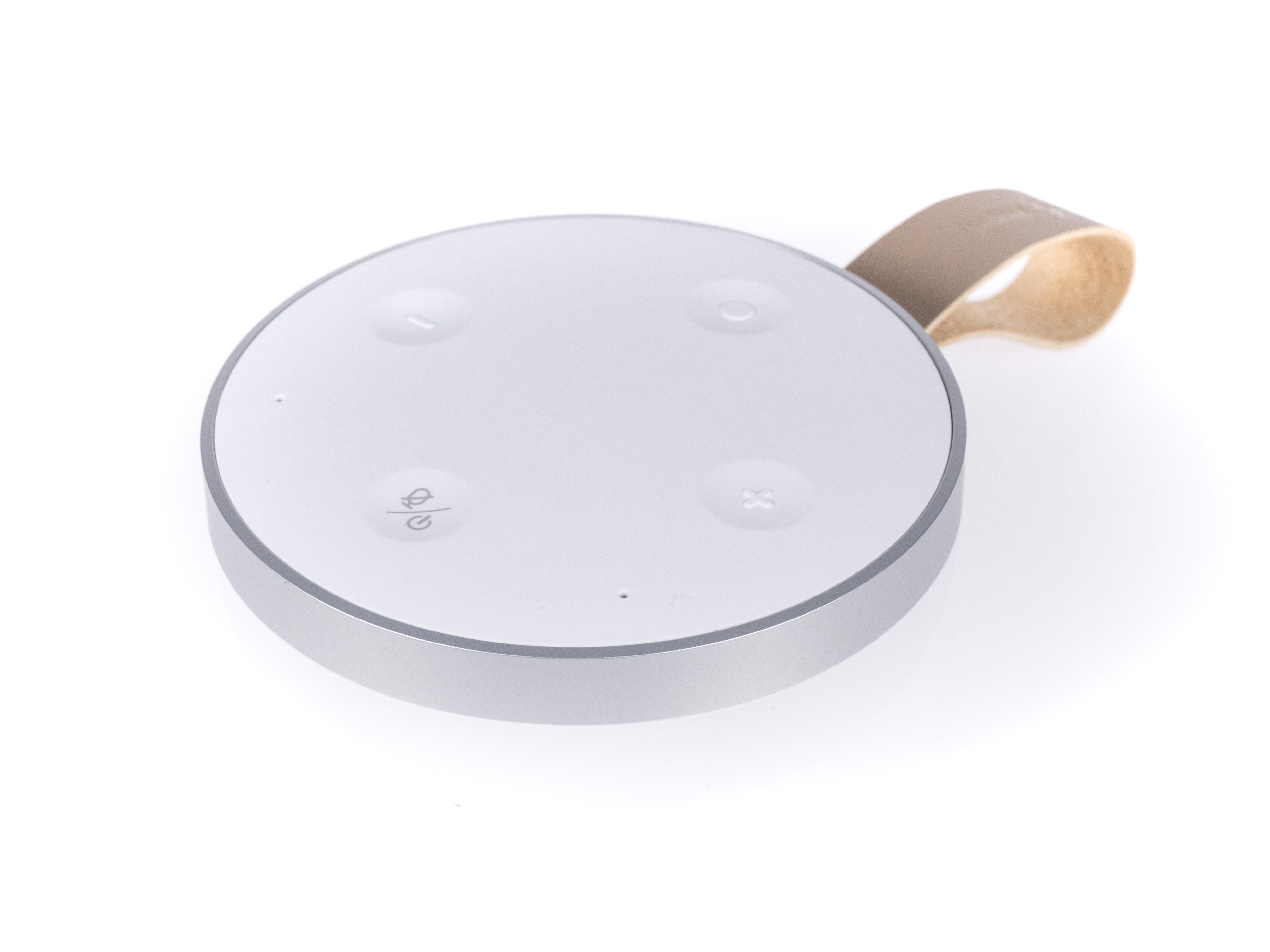 Alexa-Geräte und ihre Konkurrenz im Test: Der perfekte smarte Lautsprecher ist nicht dabei - Vier Steuertasten befinden sich auf der Oberseite des Lautsprechers. (Bild: Martin Wolf/Golem.de)