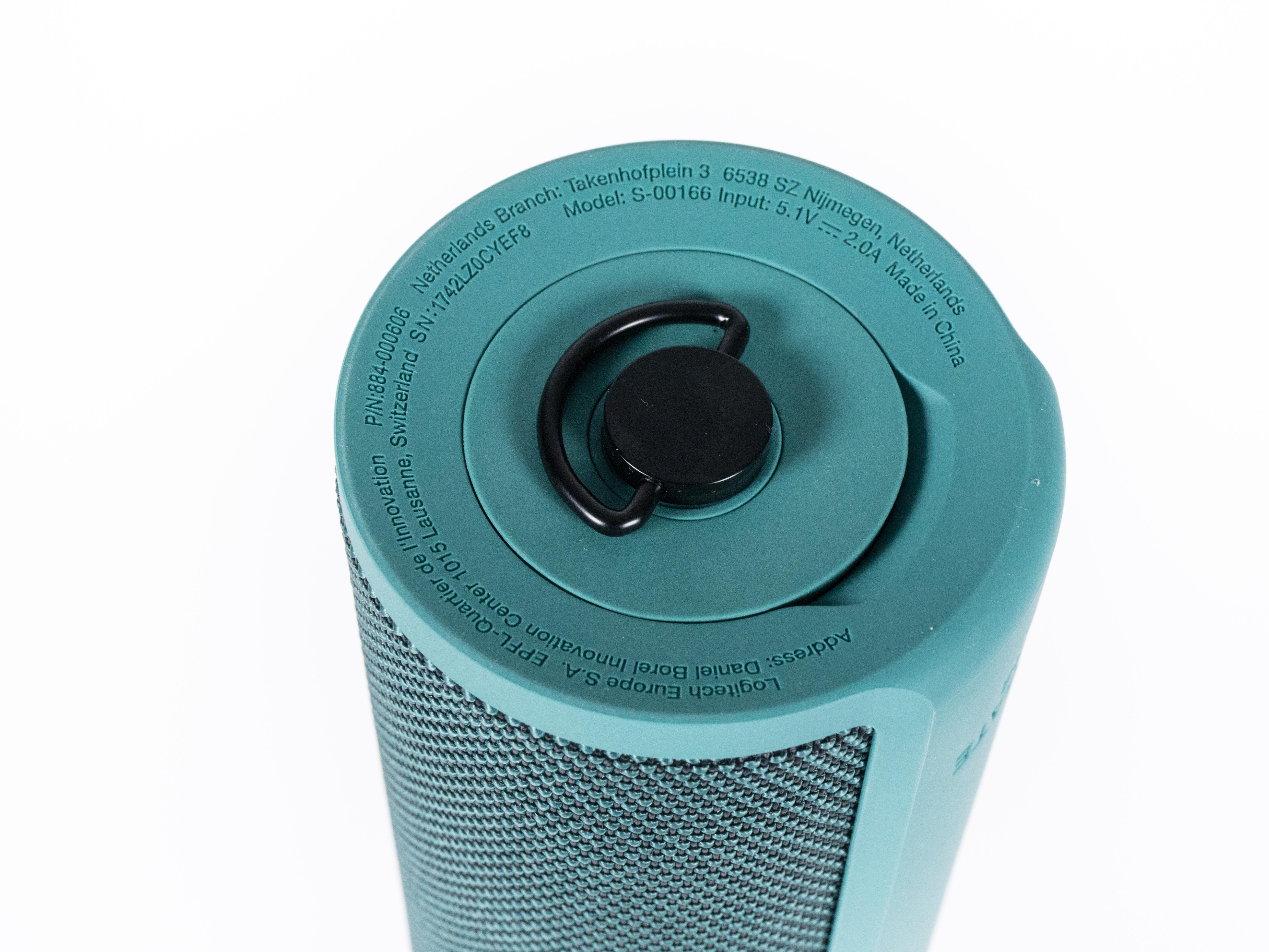 Alexa-Geräte und ihre Konkurrenz im Test: Der perfekte smarte Lautsprecher ist nicht dabei - Die Unterseite des Blast (Bild: Martin Wolf/Golem.de)
