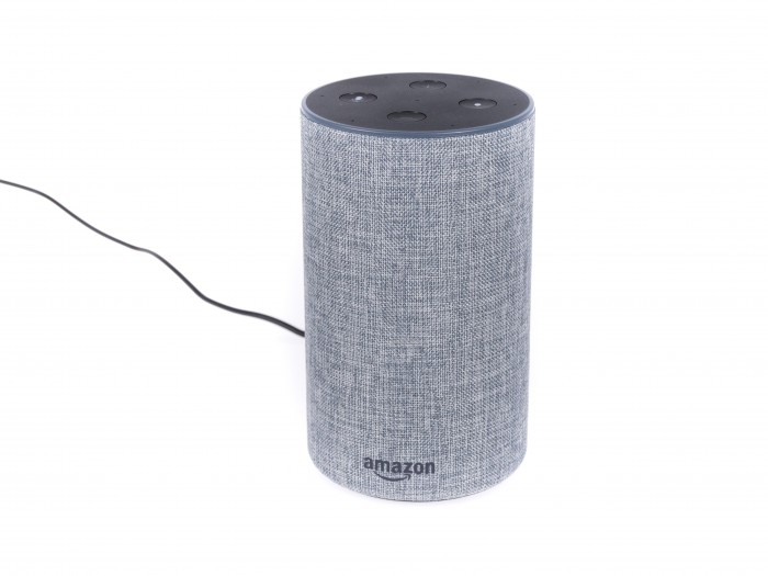 Amazons Echo 2 ist kleiner als die anderen Echo-Lautsprecher. (Bild: Martin Wolf/Golem.de)
