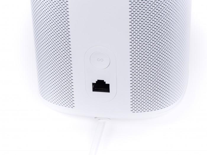 Als einziger Lautsprecher im Test hat der Sonos eine Netzwerkbuchse. (Bild: Martin Wolf/Golem.de)