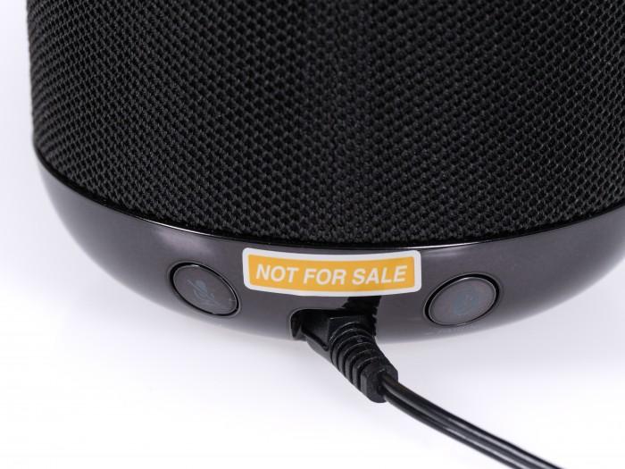 Der Stummschalter am Sony-Lautsprecher ist schlecht erreichbar. (Bild: Martin Wolf/Golem.de)