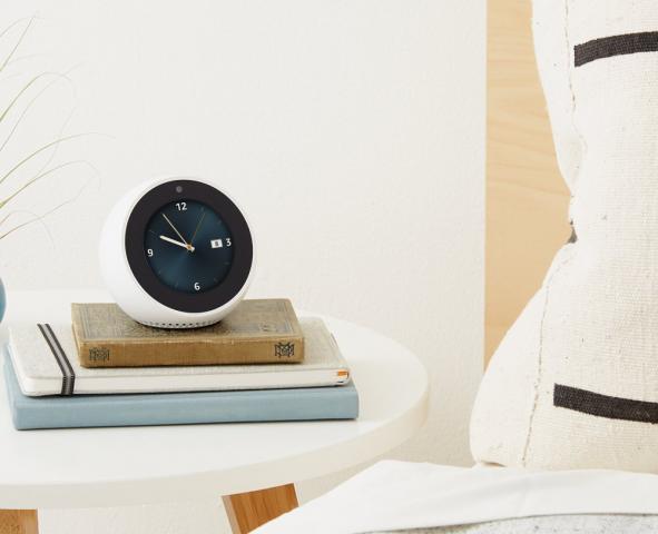 Echo Spot mit analogem Uhrenziffernblatt (Bild: Amazon)