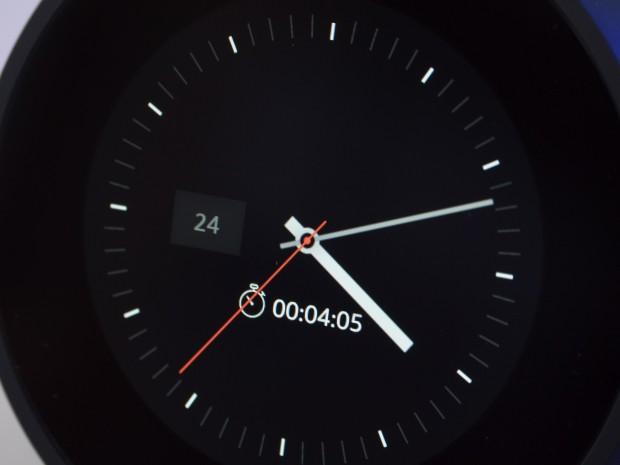 Der Timer wird nur sehr klein auf dem Ziffernblatt des Echo Spot angezeigt. (Bild: Martin Wolf/Golem.de)
