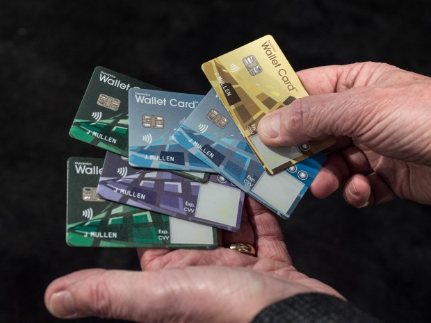 Die Wallet Card gibt es in verschiedenen Designs. (Bild: Martin Wolf/Golem.de)