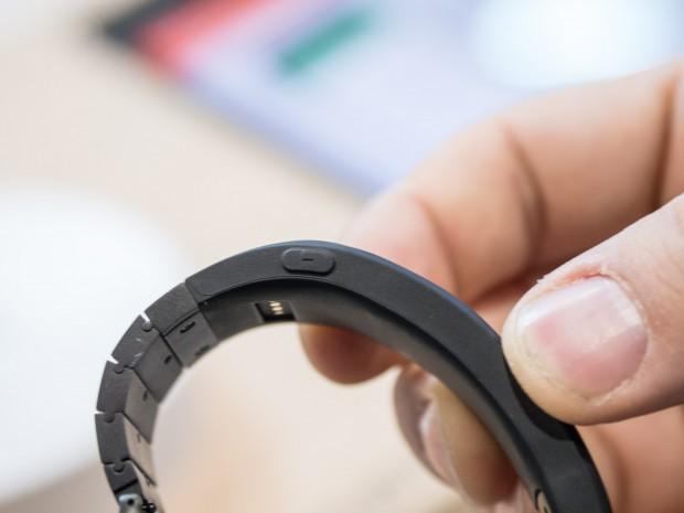 Die Größe wird wie bei herkömmlichen Uhrenarmbändern eingestellt, indem Elemente entfernt werden. (Bild: Martin Wolf/Golem.de)