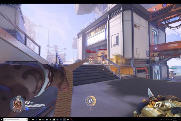 Overwatch hat mit dem 3:2-Bildformat Probleme. (Screenshot: Oliver Nickel/Golem.de)