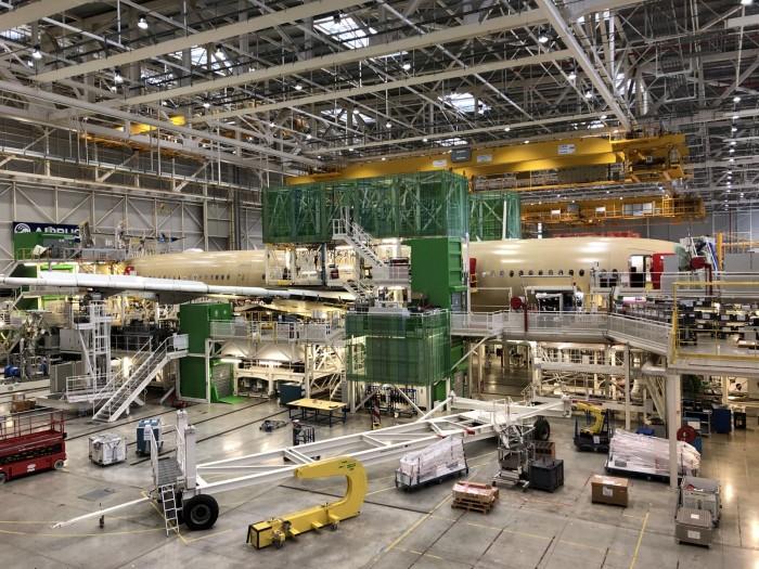 In der Produktionshalle werden wie hier auch A350-900 produziert. (Foto: Andreas Sebayang)