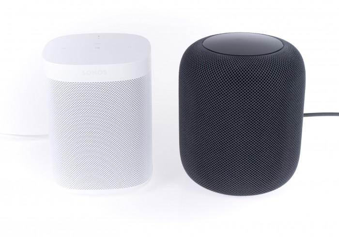 Links der One von Sonos, rechts der Homepod von Apple (Bild: Martin Wolf/Golem.de)