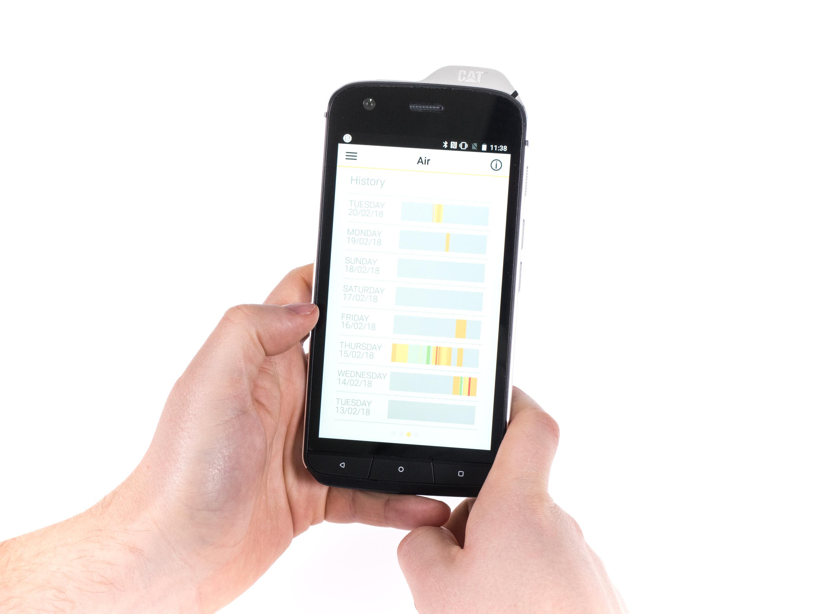Cat S61 im Hands on: Smartphone kann Luftreinheit und Entfernungen messen - App zeigt die Luftverschmutzung der Umgebung. (Bild: Martin Wolf/Golem.de)