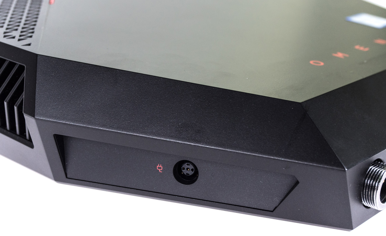 HP Omen X VR im Test: VR auf dem Rücken kann nur teils entzücken - Der PC funktioniert auch ohne Dock. (Bild: Martin Wolf/Golem.de)