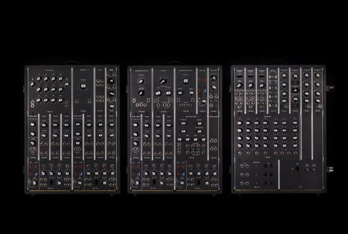 Die drei Cabinets des Synthesizer IIIp (Bild: Moog Music)