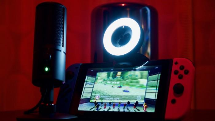Razer Kiyo und Seiren X mit der Nintendo Switch. (Foto: Michael Wieczorek / Golem.de)